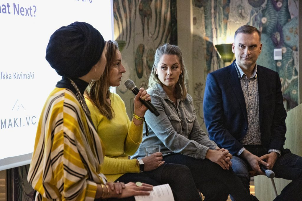 Photo of Marta Sjögren (centre left) and Sophia Bendz (centre right) speaking at the Inklusiiv launch event.