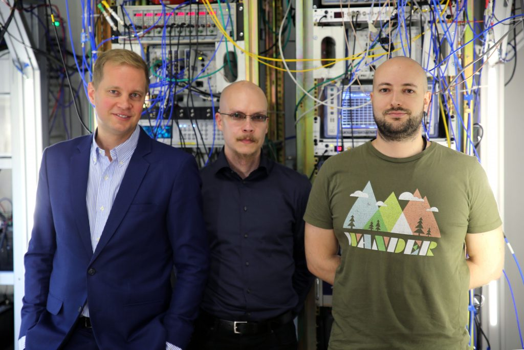 Researchers on Aalto University quantum bolometer