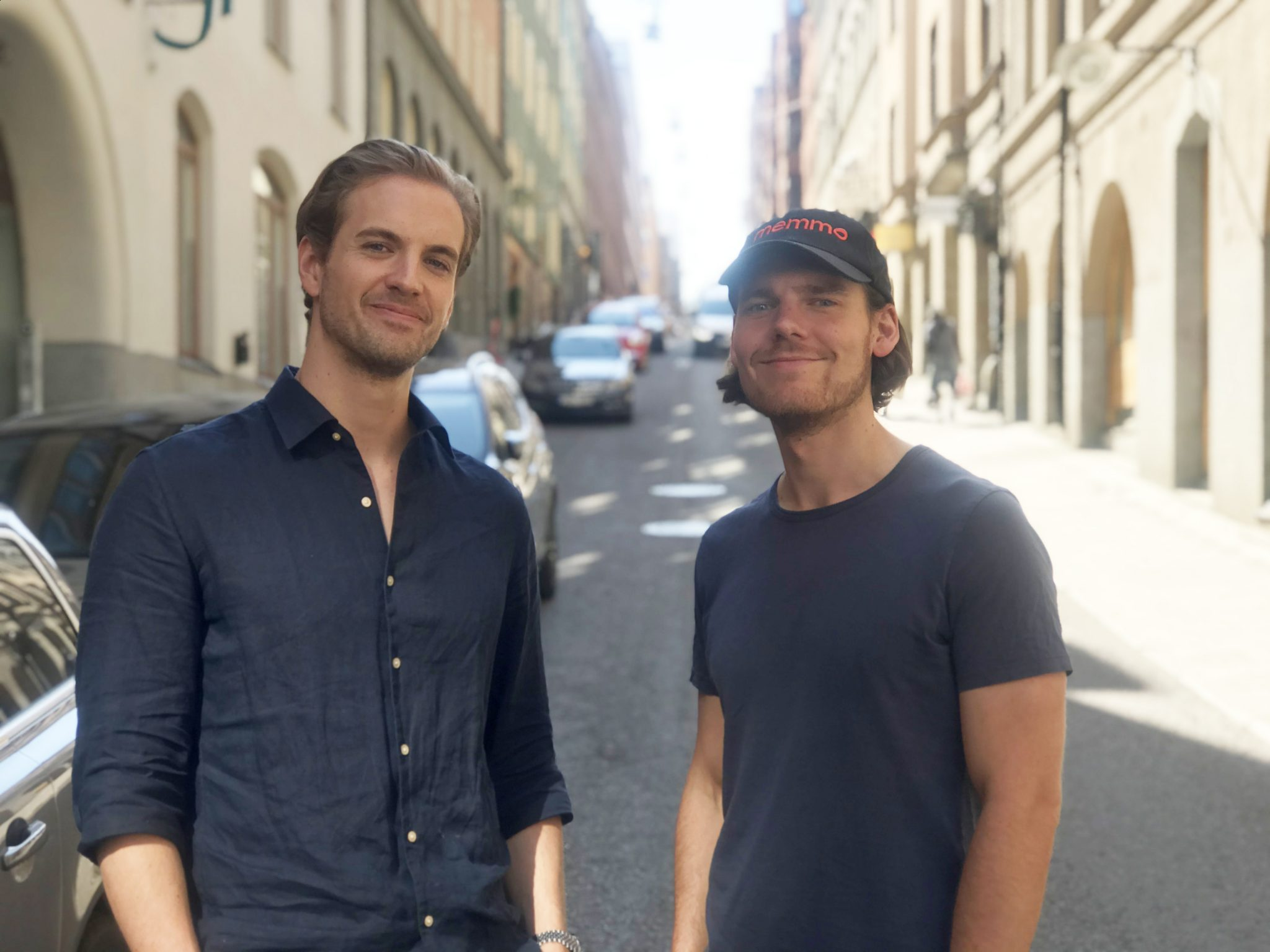 Memmo founders Gustaf Lundberg Toresson and Tobias Bengtsdahl standing next to each other on a street.